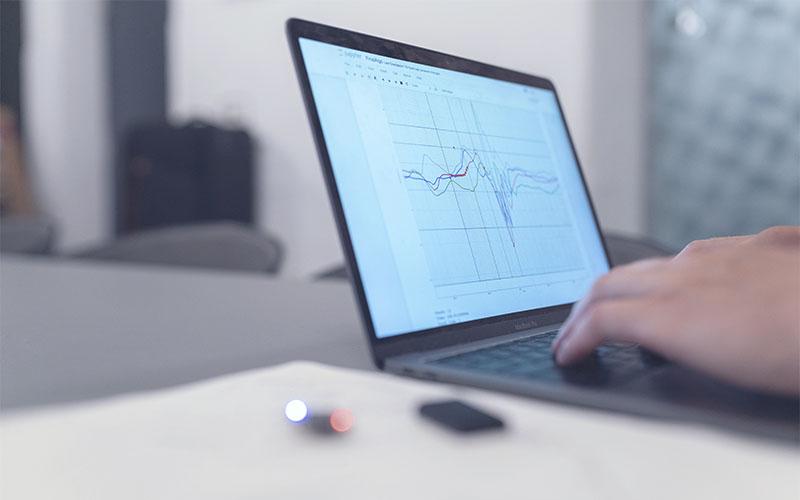 ¿Cómo se suele monitorizar los sistemas informáticos en las empresas?
